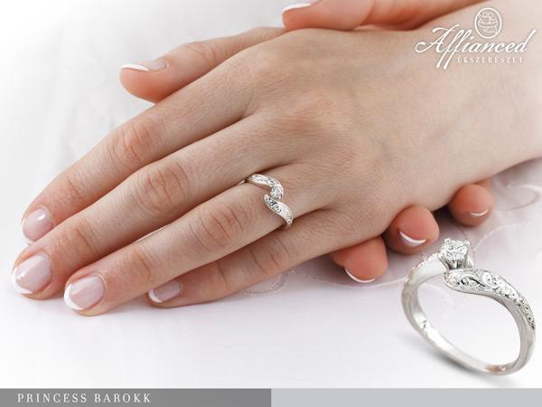 Princes Barokk - eljegyzési gyűrű kézen