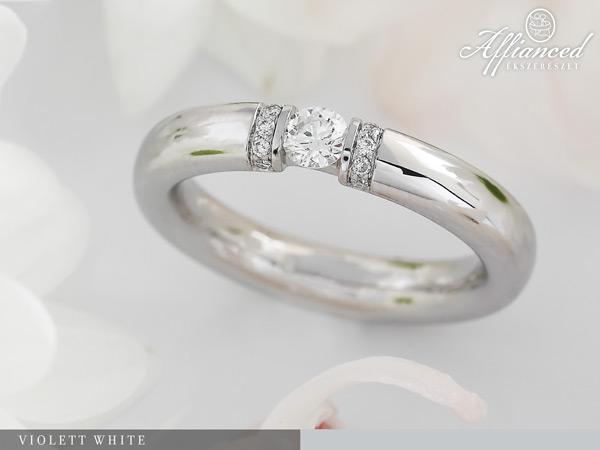Violett White - eljegyzési gyűrű