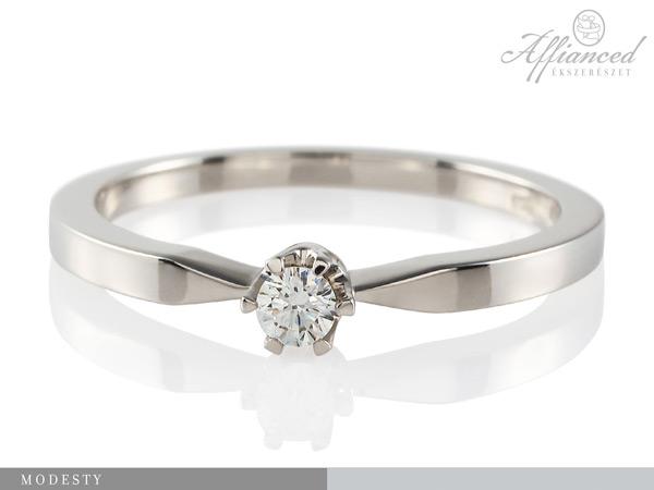 Modesty – eljegyzési gyűrű